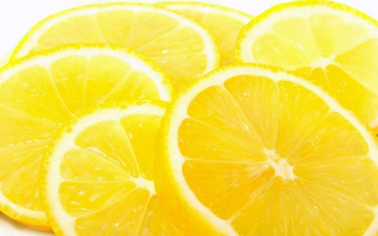 トレンドのフルーツモチーフからレモンのアクセが大人気♪