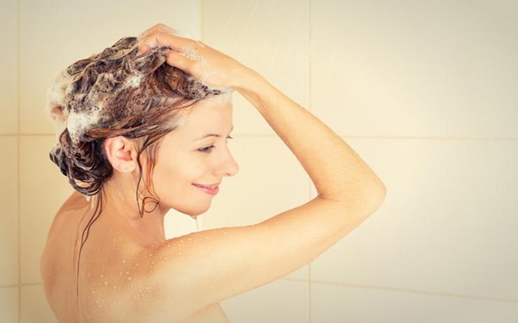 ツヤ髪を手に入れるにはシャンプー前のケアが大切